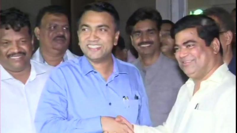 Goa CM Pramod Sawant with the incumbent Leader of Opposition Chandrakant Kavlekar. (Photo: ANI)