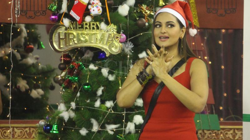 Sonakshi Sinha, known for her chirpy, bubbly demeanour, spent Christmas with the contestants of popular televison show, Bigg Boss. (Photo: Viral Bhayani)