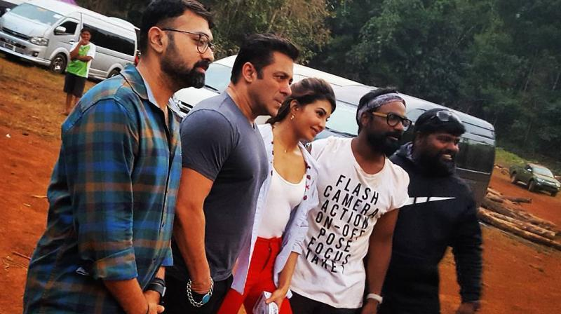 Salman Khan, Jacqueline Fernandez, Remo D'Souza and 'Race 3' team on the sets.