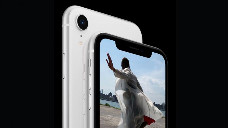 Suning announced on Friday that it would start selling the 64GB iPhone XR for 5,699 yuan, 800 yuan ($118.46) less than the device's sticker price in China. It is also selling the 64GB version of the iPhone 8 for 3,899 yuan, a 1,200 yuan discount.