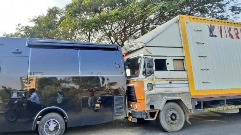 Allu Arjun's vanity van damaged in road mishap in Telangana; None injured - Deccan Chronicle