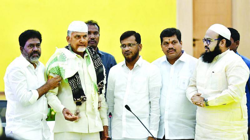 Muslim leaders felicitate Chief Minister N. Chandrababu Naidu at Praja Vedika in Undavalli on Monday. (Photo: DC)