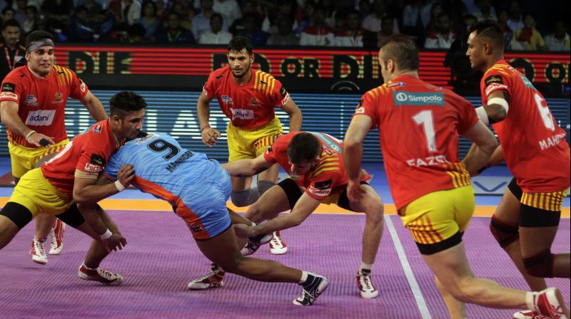 Gujarat Fortune Giants became the first team to enter the final of Pro Kabaddi League season 5 after beating Bengal Warriors 42-17 in the 1st qualifier match played at NSCI stadium here on Tuesday.(Photo: AP)