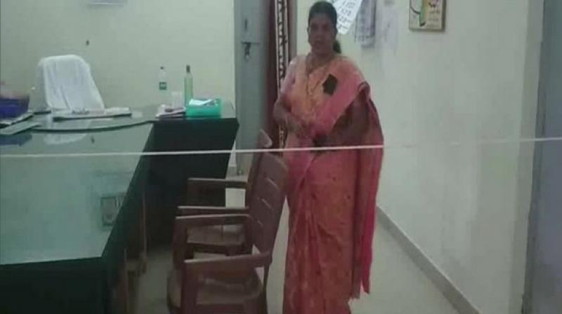 Tehsildar of Kurnool's Pattikonda Mandal, Uma Maheshwari has tied a rope in her office to serve as a barricade between her and the visitors after the visit of some people who were allegedly drunk. (Photo: ANI)