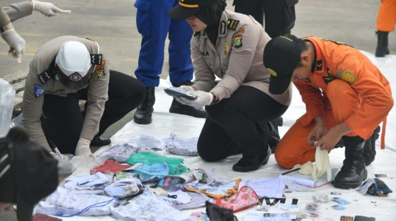 Indonesian police and SAR personel identify personal items of passengers of the ill-fated Lion Air flight JT 610 at the Jakarta port. (Photo: AFP)