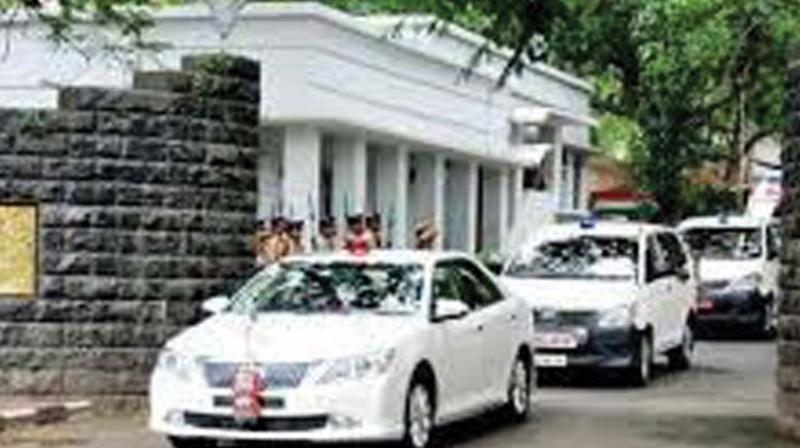 The Kerala Water Authority  engineers have found a leak in front of the Ajanta bungalow, opposite Raj Bhavan.