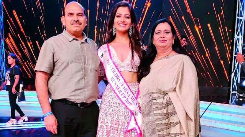 Sanjana Vij with her parents