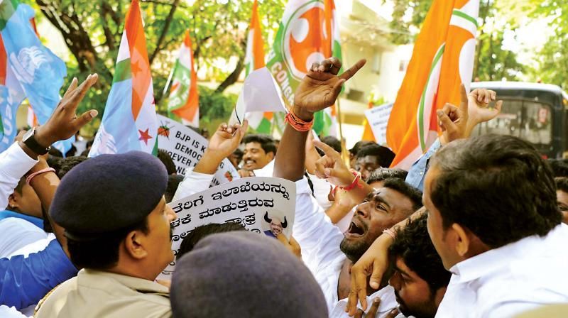 Cong workers protest in front of D K Shivakumar's house. (Photo: DC)