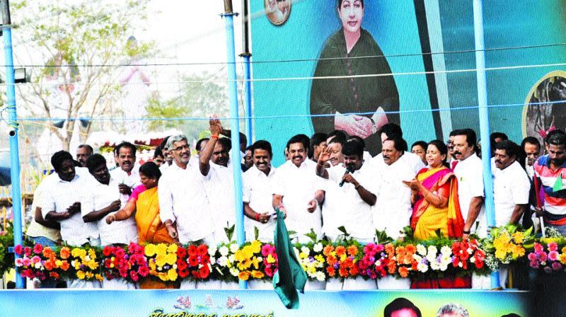 CM Edappadi K. Palaniswami flags off the Viralimalai jallikattu. (Inset) Tamer tries to hold a bull. (Photo: DC)