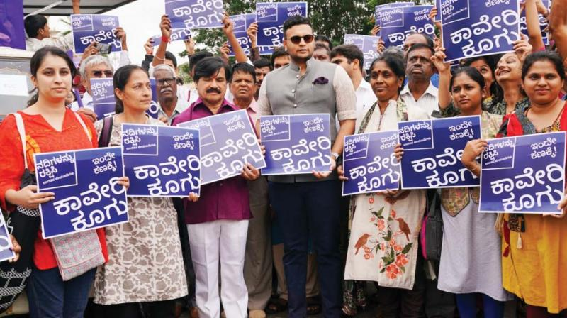 Maharaja Yaduveer Krishnadatta Chamaraja Wadiyar flags off rally in Mysuru on Monday.