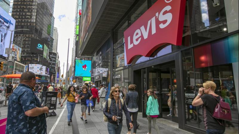 High rents and a dramatic shift toward online shopping are pressuring retail stores to evaluate restructuring options. (Photo: AP)