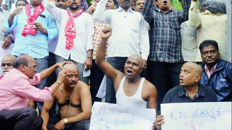 Protesters tonsure their heads and raise slogans in support of agitating RTC workers at VST Crossroads in Hyderabad on Wednesday.(Photo: Deepak Deshpande)