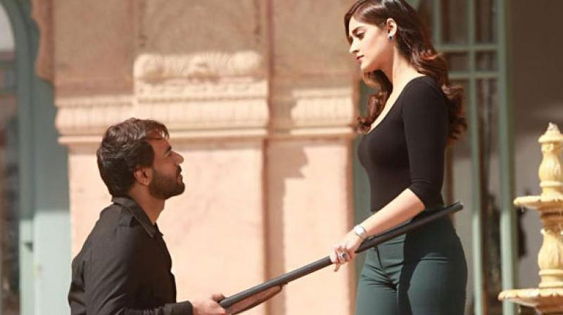 Ajay Devgn and Ileana D'Cruz in the song.