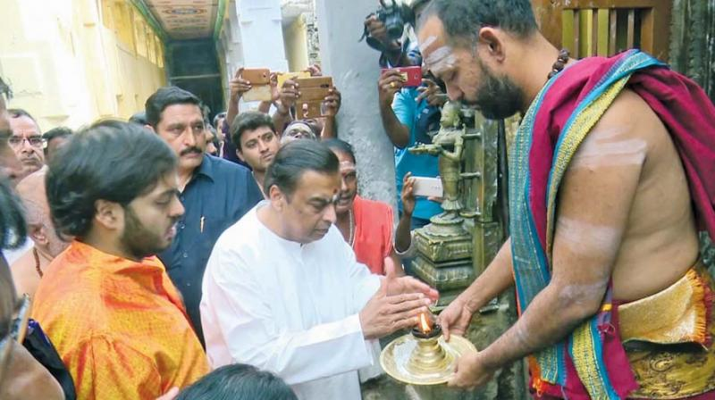 Mukesh Ambani made a visit to Rameswaram Temple