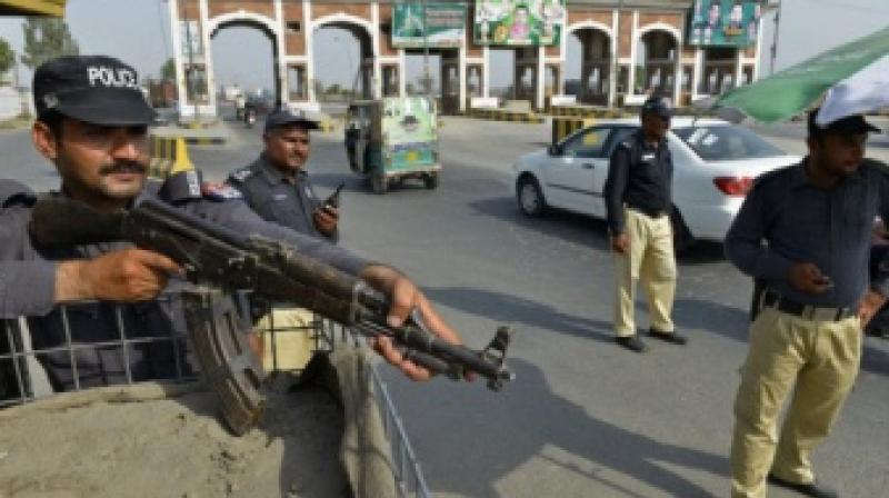 Burqa-clad militants kill nine in Pakistan