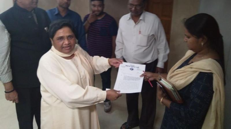 BSP Chief Mayawati hands over the charge of her government bungalow. (Photo: ANI/Twitter)