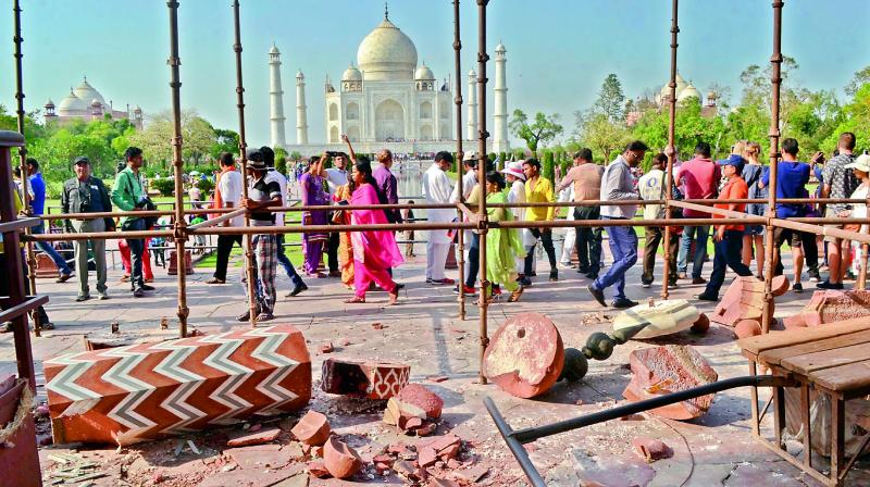 Taj Mahal damaged by storm