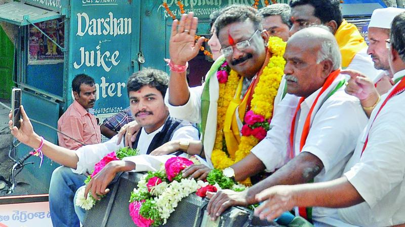 Congress candidate from Khairatabad constituency Dasoju Shravan on his way to file his nomination with large crowd of supporters on Monday. (Photo: GANDHI)