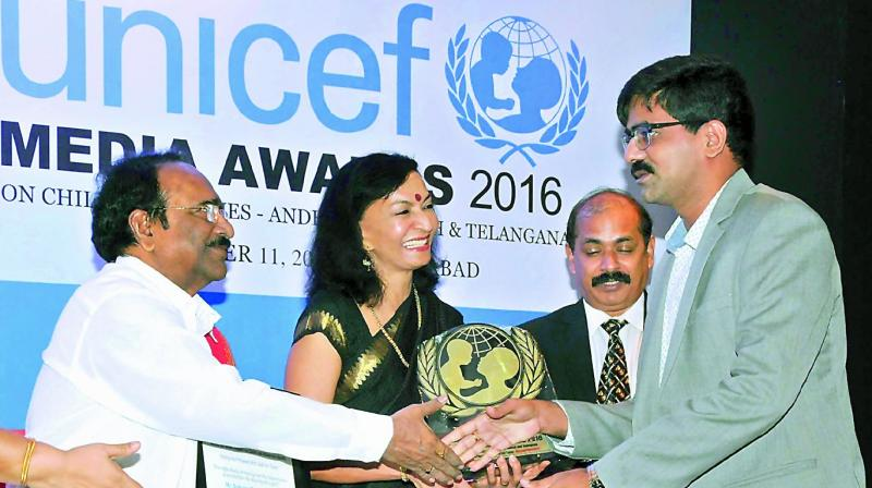 Cine writer Dr Paruchuri Gopala Krishna, former IAS officer and jury chairperson Rachel Chatterji and Unicef TS incharge Sanykutty George present the Unicef media award to DC's U. Sudhakar Reddy for his reports on a teenager ending her life as her house did not have a toilet.  (Photo: DECCAN CHRONICLE)