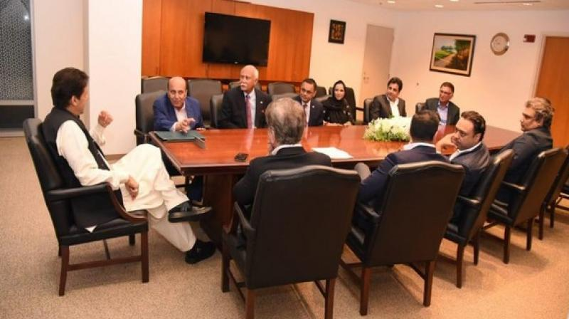 Imran Khan meeting Pakistani businessmen in Washington. (Photo: Pakistan Tehreek-e-Insaaf's Twitter)