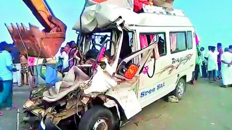 The mangled remains of the van after the accident took place at a town about 20km from Pudukkottai in Tamil Nadu. (Photo: via Twitter)
