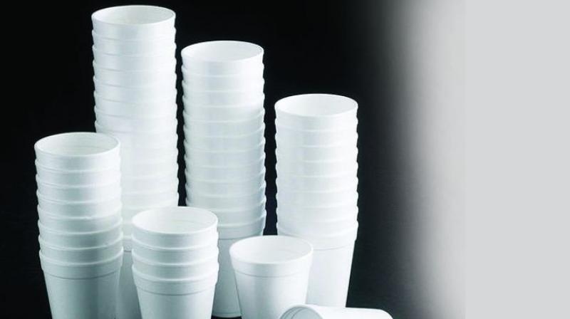 Disposable paper cups are popular with pantries, hawkers, public gatherings and private parties.