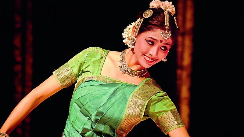 Radhe has also been trained by the seasoned guru Leela Samson. Renowned performers like Alarmel Valli and Madhavi Mudgal inspire her.