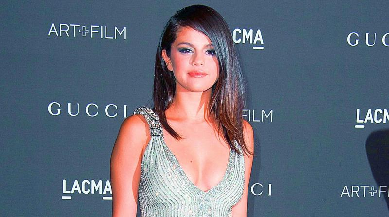 Selena Gomez Breaks Down While Being Honored At Billboard Women In Music