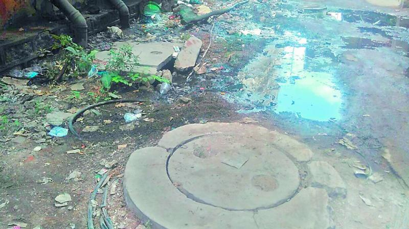 The overflowing drain in the outpatient block of the Osmania General Hospital. (Photo: DC)