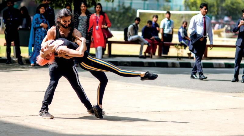 Pop-up performances held across the city on December 4 to raise awareness on contemporary dance.