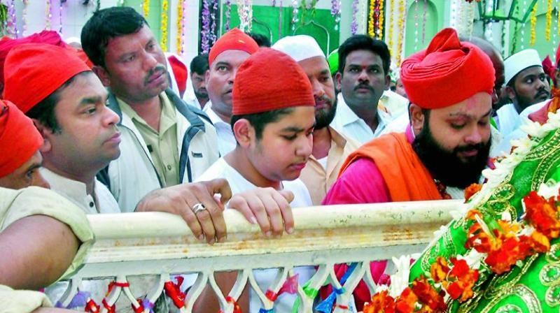 Renowned music composer A.R. Rahman offers 'fatiha' at Kasumuru dargah in Nellore on Friday. (Photo: DC)