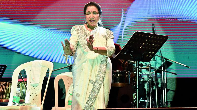 The legendary singer, Asha Bhosle, even did the famous Ek Pal Ka Jeena step in a euphoric moment