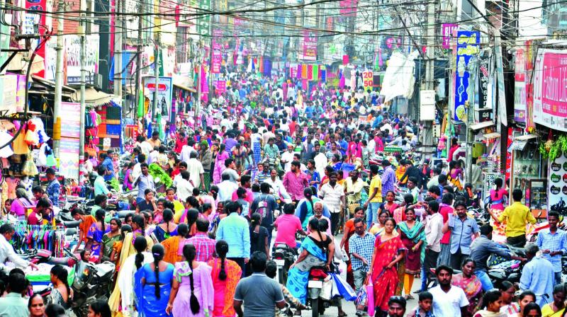 People throng stores along the main road for shopping ahead of the Christmas and New Year festivities in Rajahmundry on Monday. (Photo: DC)