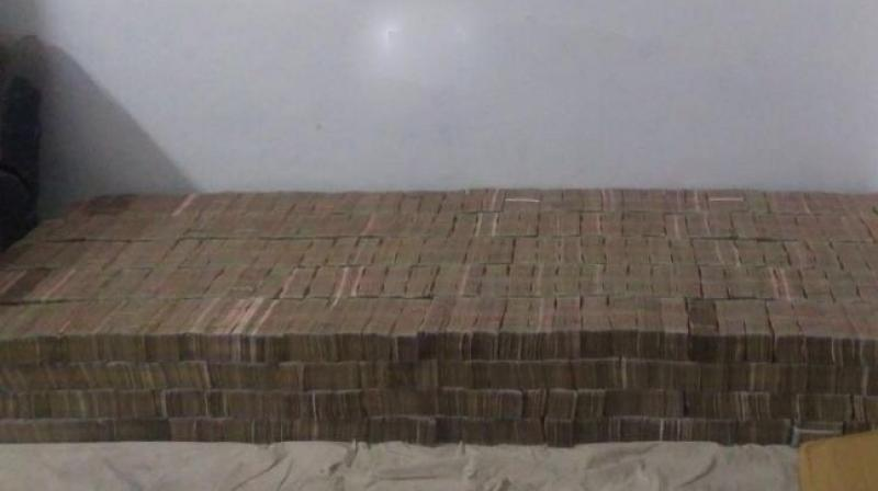Demonetised currency still doing rounds; Rs 100 crore seized in Kanpur