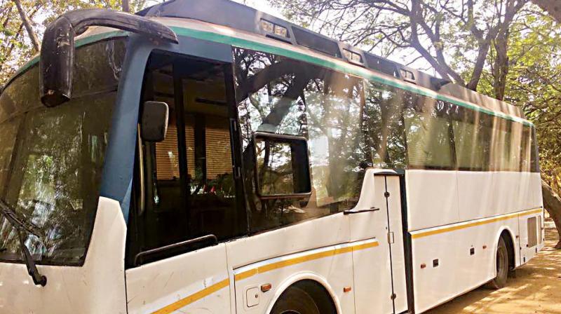 gujarat lucky bus for rahul gandhi karnataka tour. Black Bedroom Furniture Sets. Home Design Ideas