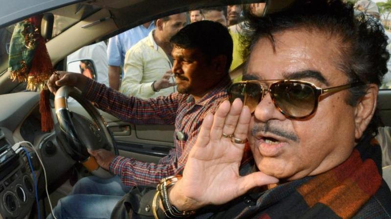 Shatrughan Sinha reached Narsinghpur in Madhya Pradesh on Sunday, where Yashwant Sinha has launched a sit-in for farmers whose lands would be acquired for a thermal power plant. (Photo: PTI)