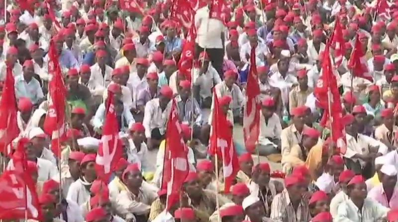 25000 farmers march from Nashik to Mumbai, demand complete loan waiver