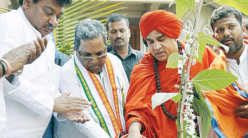 Chief Minister Siddaramaiah laid the foundation for Basaveshwara International Centre at Koodala Sangama in Bagalkot Dist on Monday.  (Photo:KPN)