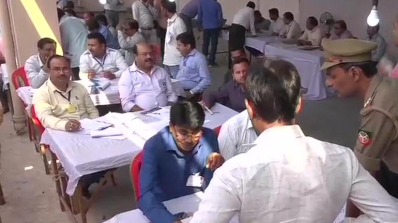 SP consolidates leads in Gorakhpur, Phulpur LS seats