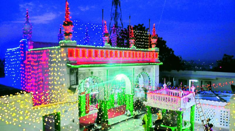 Significantly, this occasion is marked by dissemination of the true, essential and universal teachings of Prophet Muhammad (pbuh). Besides taking out the julus processions and parades consisting of large crowds all day long, Muslims in India organise gatherings of what they call Milad Shareef.  (Photo:DC)