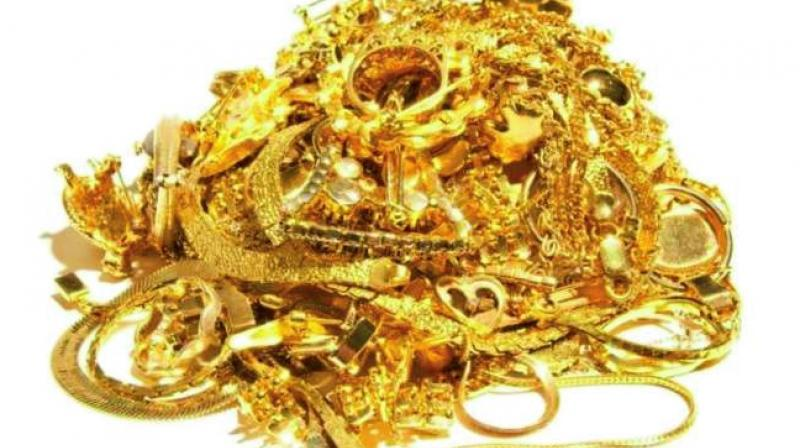 Gold tops Rs 32000 mark on firm global cues, jeweller buying