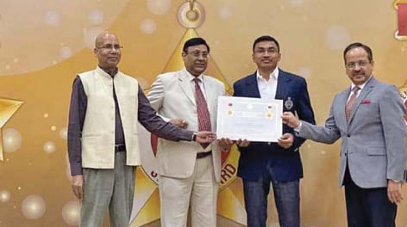 P. Aravindhan receiving the Skoch award for the Facetagr app.