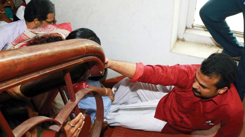 CPM, BJP councillors clash in Thiruvananthapuram Corporation meet; Mayor sustains head injury