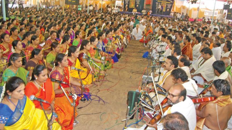 Musicians render the Pancharathna kritis at the Aradhana of saint-composer Sri Thyagaraja at Thiruvaiyaru near Thanjavur on Saturday. (Photo: DC)