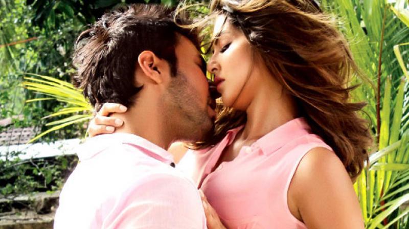 Poster of 'Beiimaan Love'.