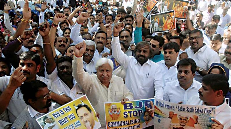Congress workers protest in Bengaluru on Monday against Hindu Mahasabha's action of enacting Mahatma Gandhiji's assassination in Uttar Pradesh a few days ago.  (Photo: KPN)