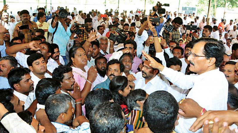 Sitting Congress MP S.P. Muddahanume Gowda with his supporters  in Tumakuru on Saturday. (Photo: KPN)