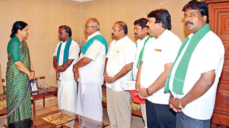 P.R. Pandian, leader of Tamil Nadu Farmers Associations Coordination Committee meets with AIADMK general secretary V.K. Sasikala at Poes garden on Monday.