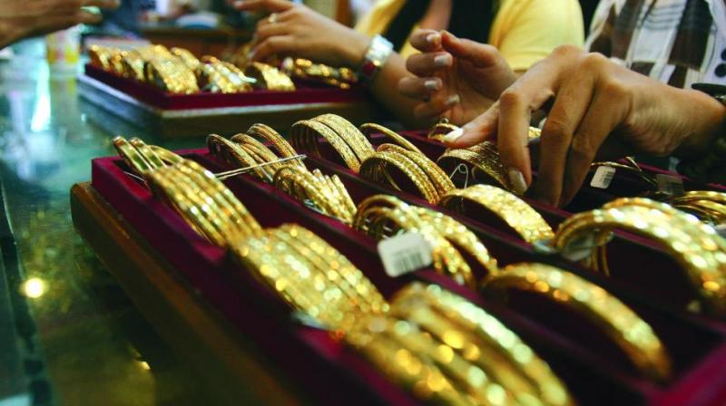 Here are 7 factors you must consider before taking a gold loan.
