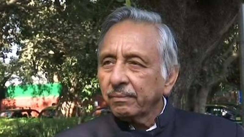 Mani Shankar Aiyar said, 'Thousands of people, whom I don't know, hug me, wish me. I receive much more hatred in India than the love I receive in Pakistan. So I am happy to be here. They are clapping for me because I speak of peace.' (Photo: ANI | Twitter)